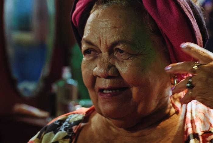 Dona Odete em cena do documentário
