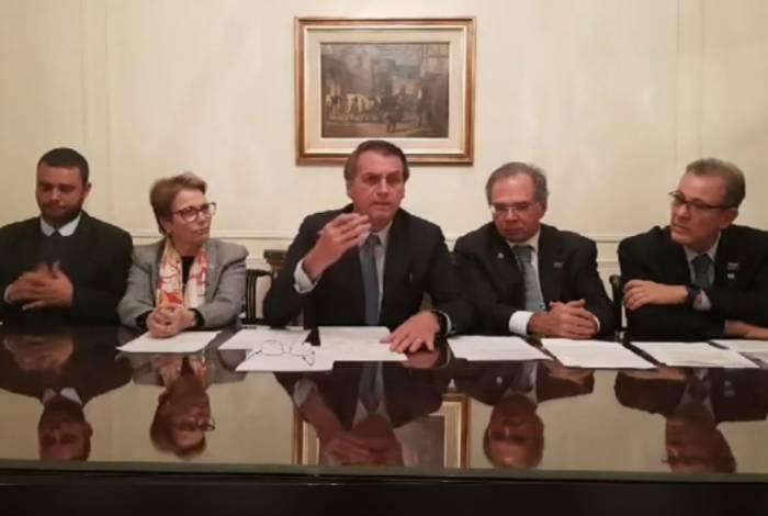 Ao lado de Paulo Guedes, Bolsonaro propõe unir meio ambiente e progresso
