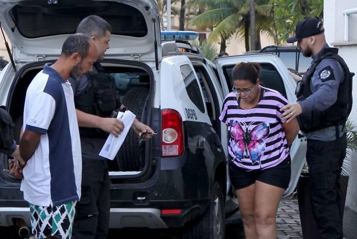 Presos chegam à Cidade da Polícia