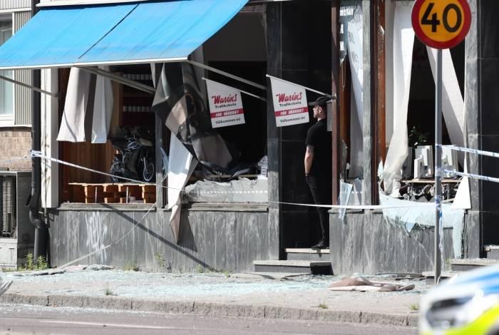 Um edifício danificado que foi atingido por uma explosão no início de 7 de junho de 2019 é visto em Linkoping, no centro da Suécia