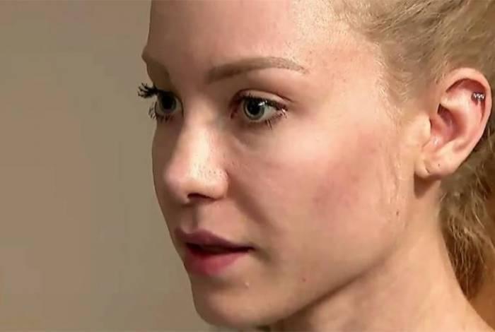 Em entrevista, Cosmo disse que Najila não para de chorar e afirmar sem parar que as agressões realmente aconteceram