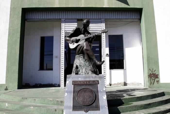 Cartola talvez não conseguisse inspiração para novas músicas, diante de tanta violência vivida pelos moradores da Mangueira