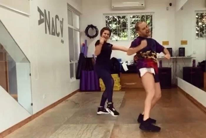 Maisa Silva faz aula de dança com Justin Neto