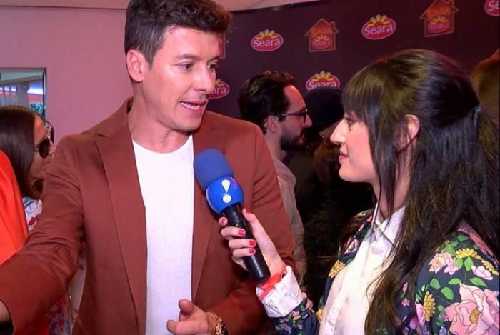 Acima, Rodrigo Faro em entrevista para o 'TV Fama', da RedeTV!. À esq., ele com Eliana nos bastidores do Teleton