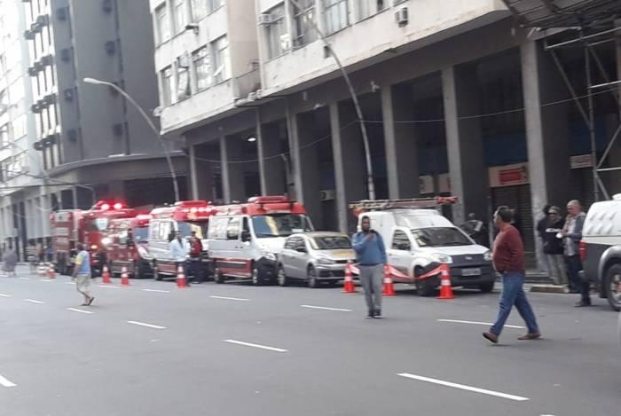 Edifício Nossa Senhora da Conceição, no Centro de Niterói, é desocupado devido às más condições de habitação e segurança