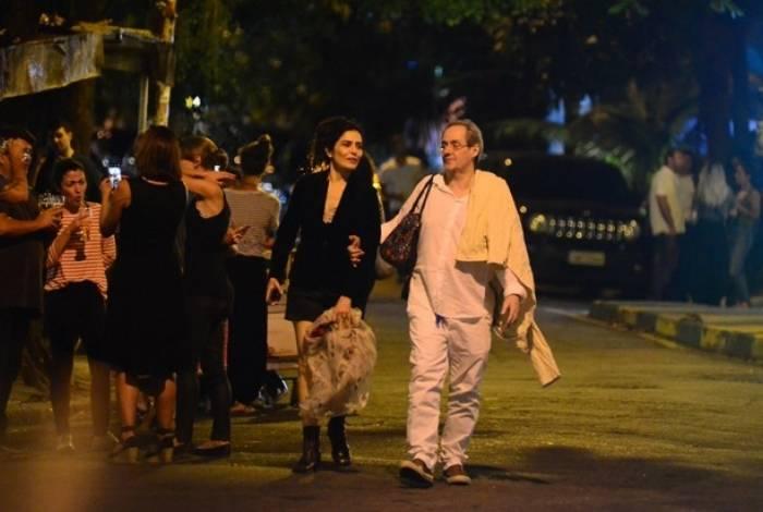 Letícia Sabatella passeia com Daniel Dantas