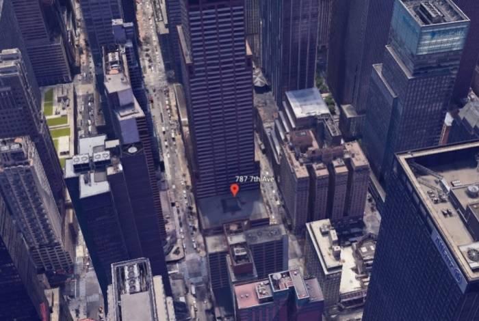 Local da 7ª Avenida onde o helicóptero bateu, em Manhattan