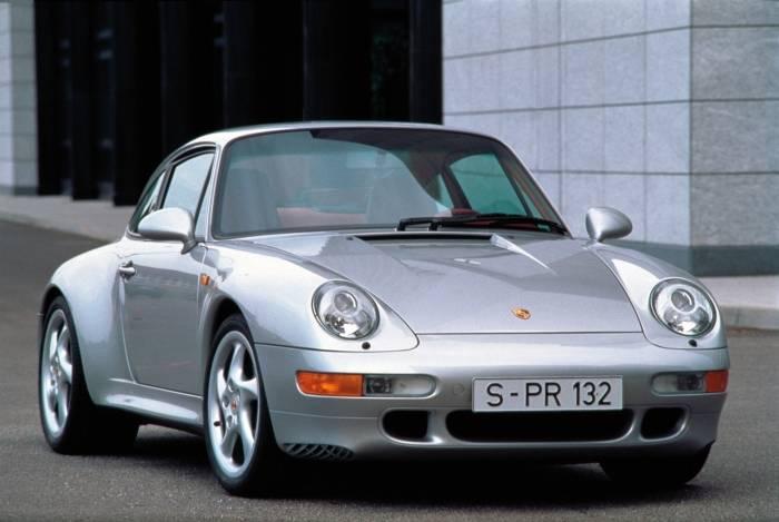 O Porsche 911 Carrera de 1996 é capaz de acelerar de 0 a 100 km/h em seis segundos