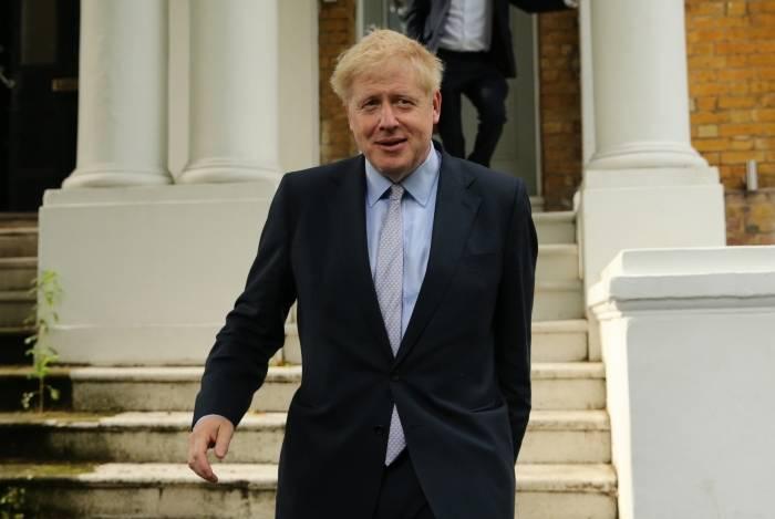 O parlamentar conservador Boris Johnson deixa sua casa em Londres em 11 de junho de 2019