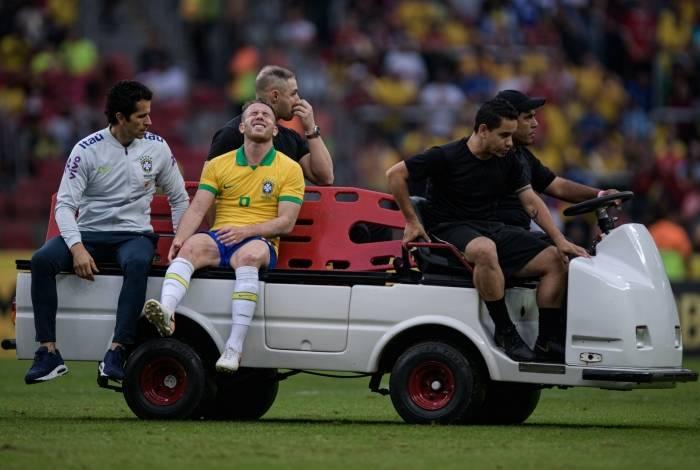 Volante Arthur deixa o amistoso com a seleção de Honduras, domingo: lesão no joelho direito pode motivar corte