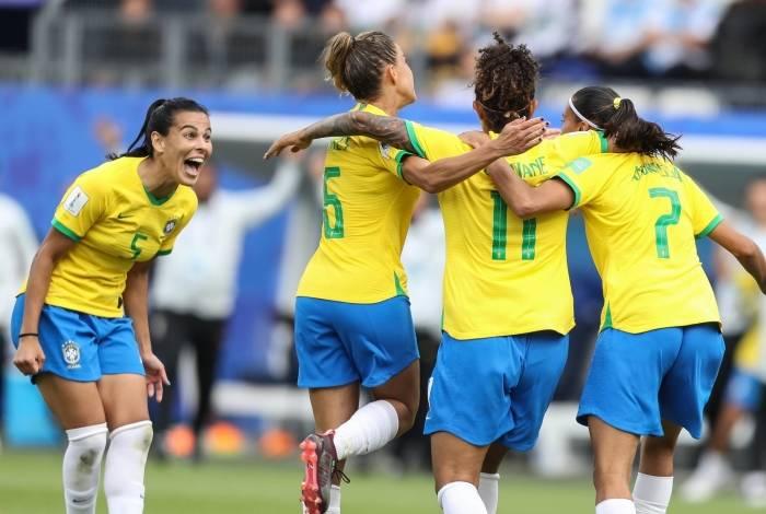 Seleção feminina venceu a Jamaica por três a zero