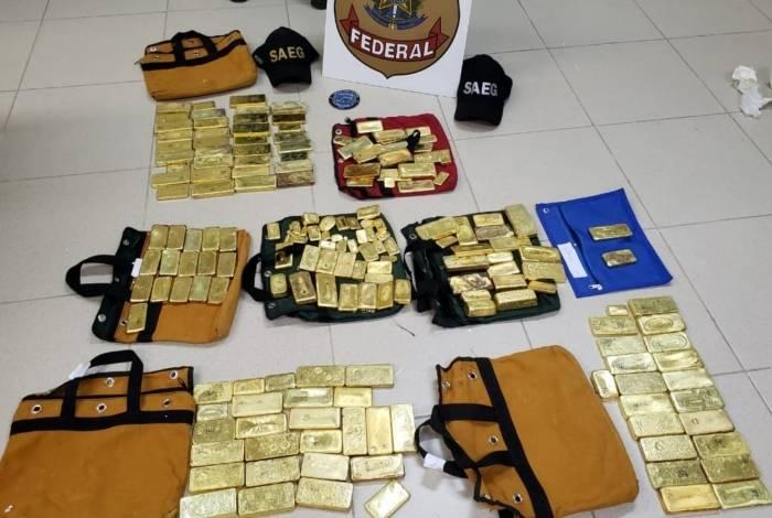 Polícia Federal apreende 111 kg de ouro pelas polícias Federal e Militar em avião monomotor no aeroporto de Goiânia