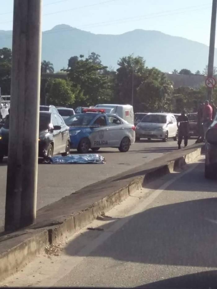 Mulher não resistiu e morreu após ser atropelada na Avenida Santa Cruz, em Santíssimo