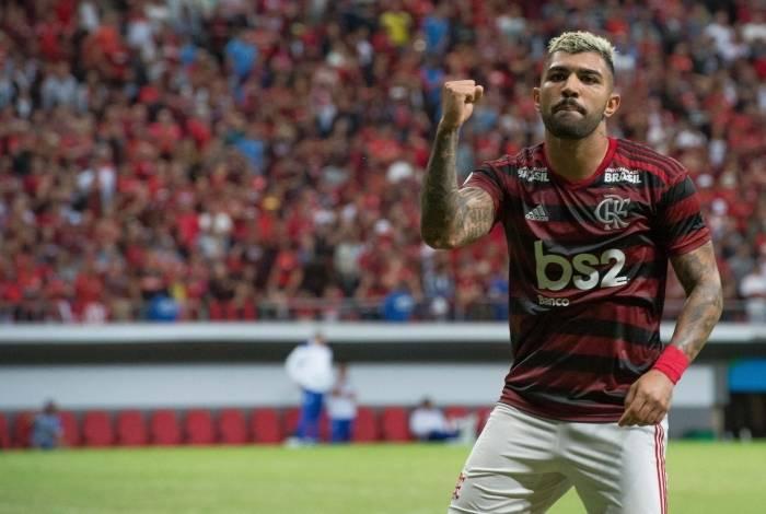 Gabigol comemora gol contra o CSA