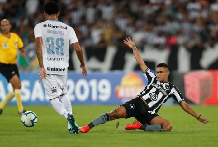 Erik não conseguiu superar a marcação da defesa do Grêmio