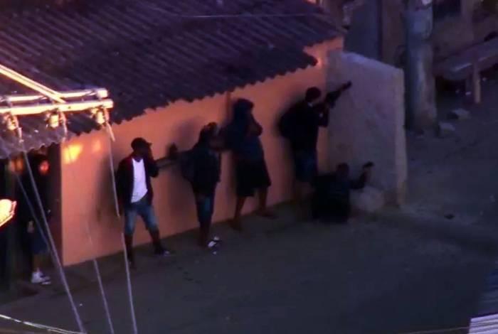 Traficantes se protegeram em um parede de concreto