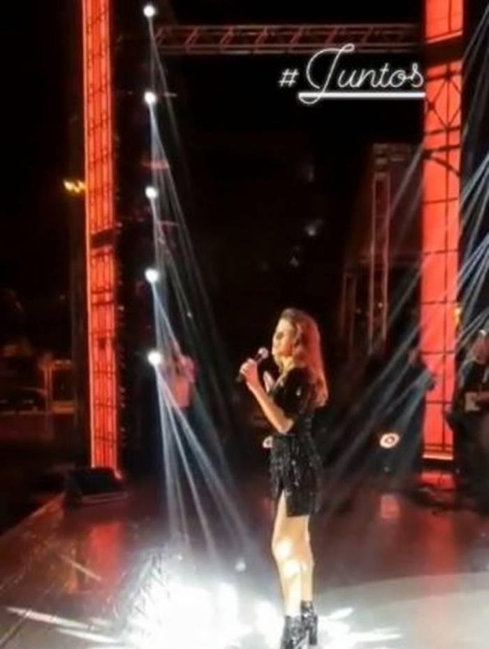 Paula Fernandes canta 'Juntos' sozinha em ensaio aberto ao público nesta quarta-feira