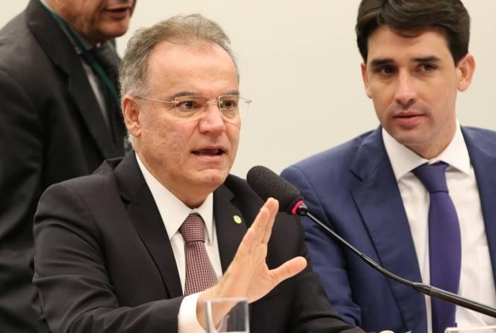 Relator da reforma, Samuel Moreira, apresentou ontem seu parecer
