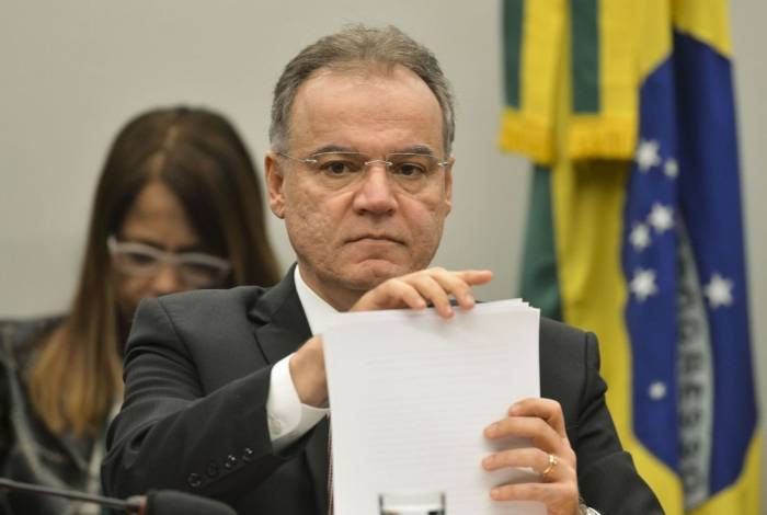 O relator da proposta de reforma da Previdência (PEC 06/19), deputado Samuel Moreira, durante sessão para apresentação do seu parecer sobre o projeto durante reunião da Comissão Especial que analisa o texto
