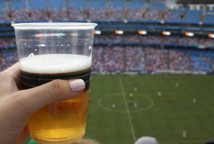 Bebidas alcoólicas são liberadas para venda em estádios de futebol em SP