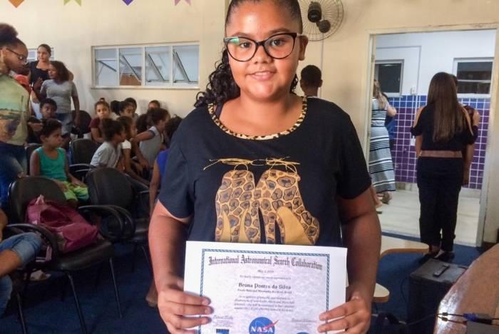 Bruna Pontes, de 13 anos, do distrito de Rio Preto, ganhou prêmio internacional da Nasa e serve de inspiração para os colegas de que é possível chegar mais longe. Até mesmo ao espaço