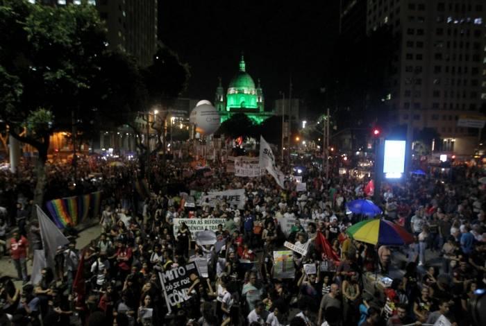 Após a concentração em frente à Igreja da Candelária, manifestantes percorreram a Presidente Vargas