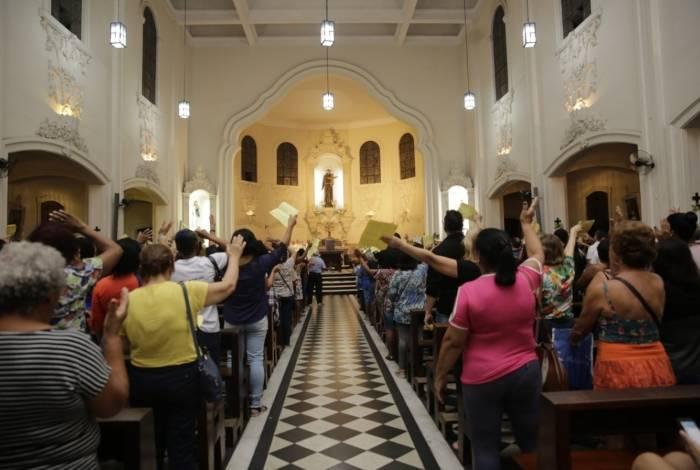 Festa de Santo Antônio atrai milhares de fieis em Duque de Caxias