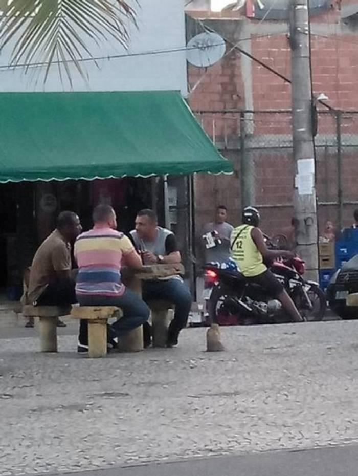 Grupo estava em uma praça quando foi capturado por policiais da Desarme