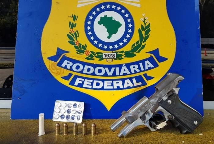 Dupla é presa por porte ilegal de arma em Três Rios
