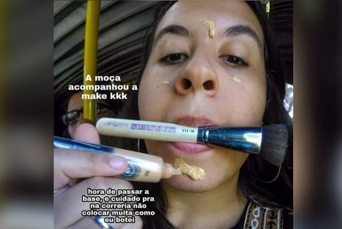 Desirré Andrade fez tutorial de maquiagem no BRT lotado