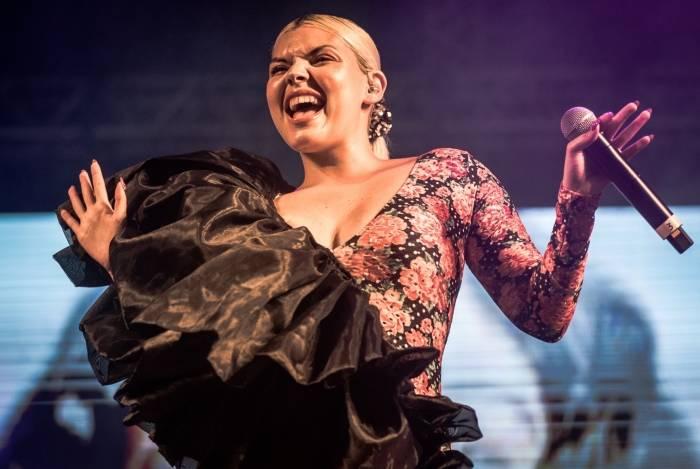 Rainha da 'sofrência indie', Duda Beat contou com público fiel e apaixonado