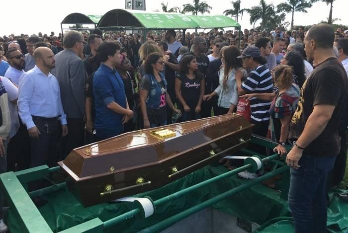 Anderson do Carmo foi sepultado no cemitério Memorial Parque Nictheroy, em Laranjal, São Gonçalo