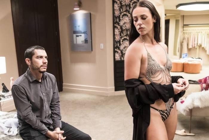 Camilo (Lee Taylor) e Vivi (Paolla Oliveira): traição