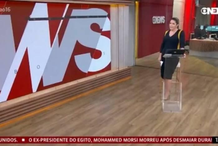 Christiane Pelajo é flagrada reclamando do áudio no 'Jornal da Globo News'