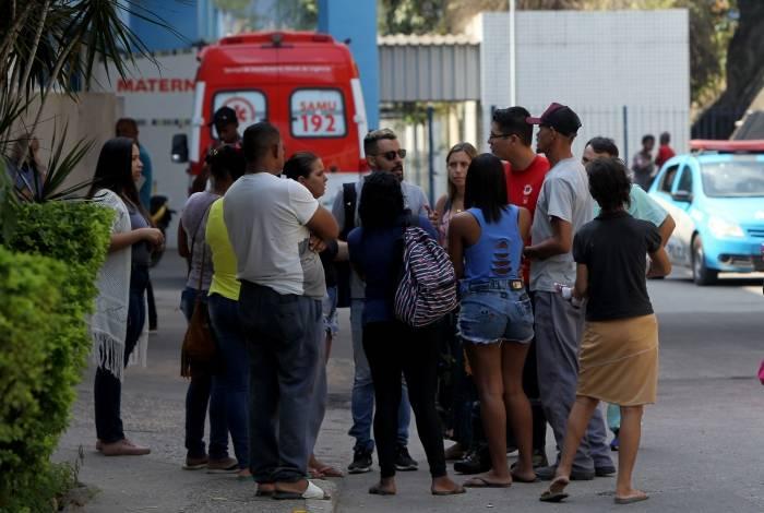 Familiares de Letícia Tamires e Cristiano Ronaldo no Hospital Saracuruna