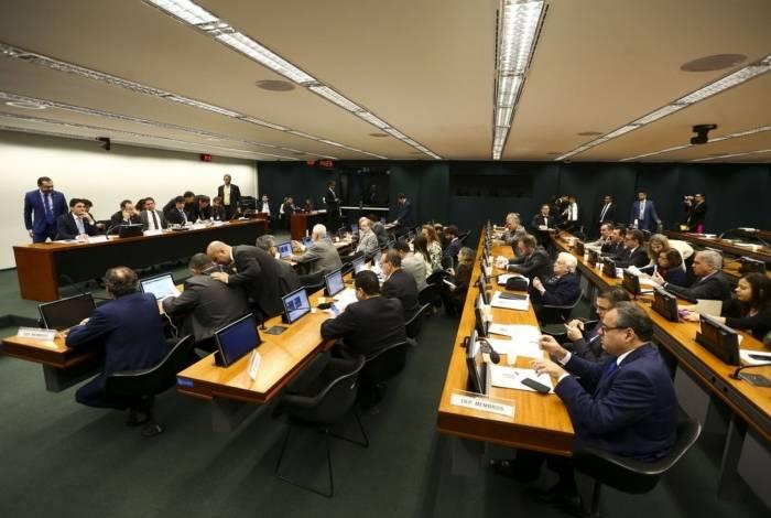 A comissão especial da Reforma da Previdência começa a discutir o parecer do relator