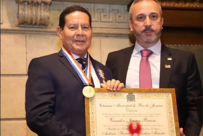 Vice-presidente Hamilton Mourão recebe Medalha Pedro Ernesto e o Título de Cidadão Honorário do Rio de Janeiro