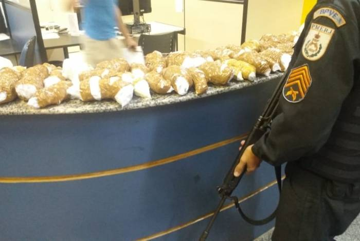Cocaína estava enrolada em mais de 60 pacotes