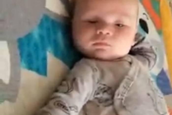 Bebê diz suas primeiras palavras aos dois meses
