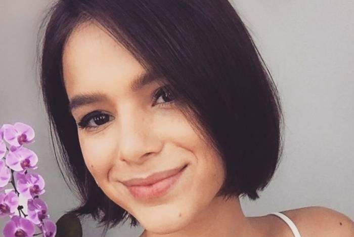 Bruna Marquezine pede para fã avisar antes de tirar foto dela