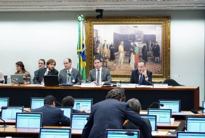 Comissão Especial da reforma, cujo relator é Samuel Moreira (PSDB-SP), discutiu o texto ontem