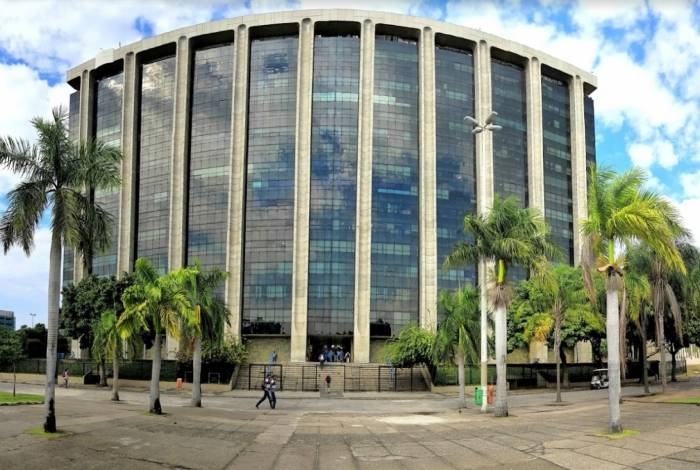 Prefeitura do Rio pagou primeira parcela do 13º de servidores estatutários nesta quinta-feira