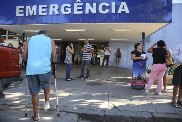 Hospitais municipais não dão conta de atender pacientes como Fernanda e a filha, Luíza, 4 anos (no destaque)
