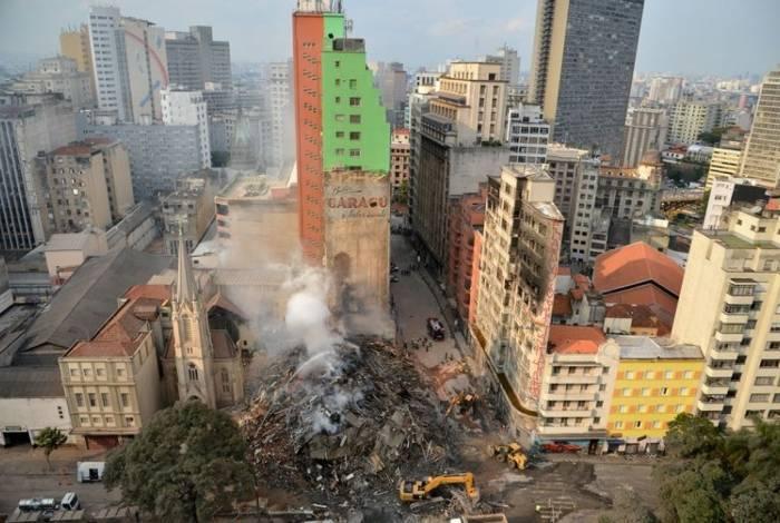 Após incêndio durante a madrugada, Edíficio Wilton Paes de Almeida, no Largo do Paissandu desabou em 1° de maio de 2018