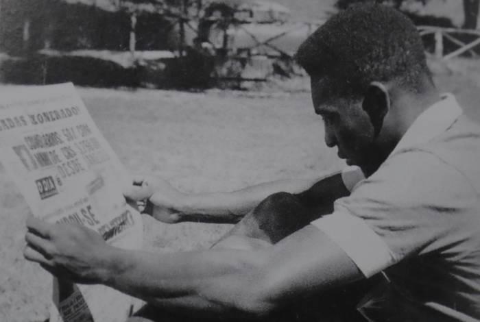 O jornalista Chagas Freitas (à esquerda) lançou O DIA. Em 1983, o jornal foi comprado pelo jornalista e empresário Ary Carvalho (à direita), que levou o jornal a vender 1 milhão de exemplares