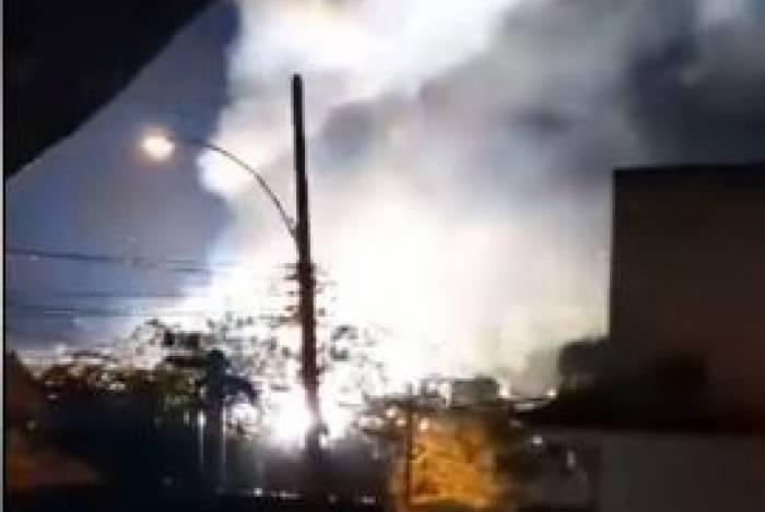 Trem pegou fogo e assustou passageiros na SuperVia