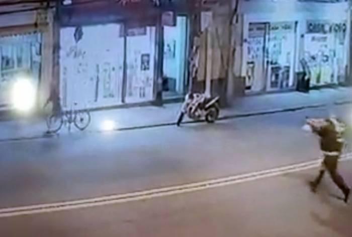 Policial que estava passando pela região percebeu a ação dos bandidos