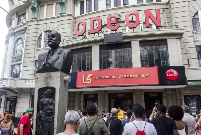 Fachada do Cine Odeon: passeio pelos cinemas antigos da cidade