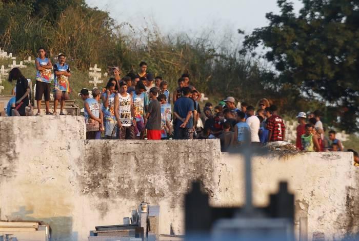 Rio de Janeiro - RJ  - 28/06/2019 -  Enterro de Fernando Guarabu  - Traficante Fernando Guarabu, foi enterrado hoje no cemiterio do Cacuia, na Ilha do Governador, zona norte do Rio  -  Foto Reginaldo Pimenta / Agencia O Dia