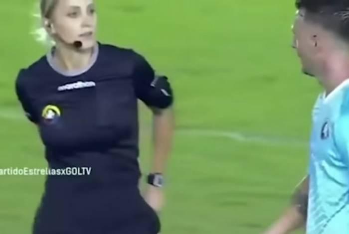 Juíza brasileira 'trolla' jogador em partida no Equador
